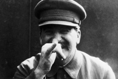 Сталин кирилизацијата на неруските култури во СССР ја гледал како дел од изградбата на можна социјалистичката држава, што подразбирало враќање на некои норми и сфаќања од царскиот период. Извор: РИА Новости