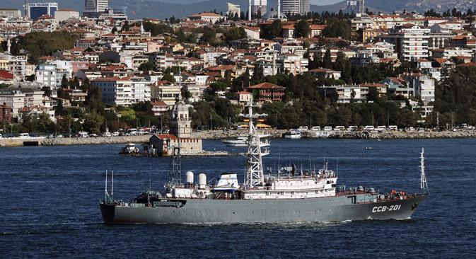 """Извиђачки брод Црноморске флоте """"Приазовје"""" упућен је у регион ради интензивнијег осматрања ситуације близу обала Сирије. Фотографија: AP."""