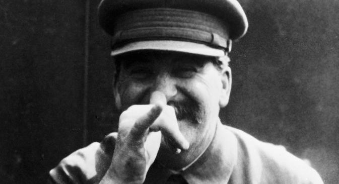 """Стаљин је ћирилизацију неруских култура Совјетског Савеза видео као део изградње моћне социјалистичке државе, што је подразумевало враћање неких норми и схватања из царског времена. Извор: РИА """"Новости""""."""