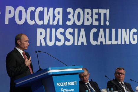"""Владимир Путин на форуму """"Русија зове!"""": Држава и сама треба да покаже пример ефикасности. Извор: Росијска газета."""