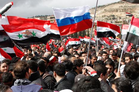 """Башар ал Асад истакнува дека Западот јавно се определил за приврзаниците на """"политичкиот ислам"""", кој е призврзан за Ал Каеда, кои се главните протагонисти на 30-месечната војна во Сирија, и на умерените """"световни националисти"""", со кои тој е подготвен да бара заеднички јазик. Извор: Reuters."""