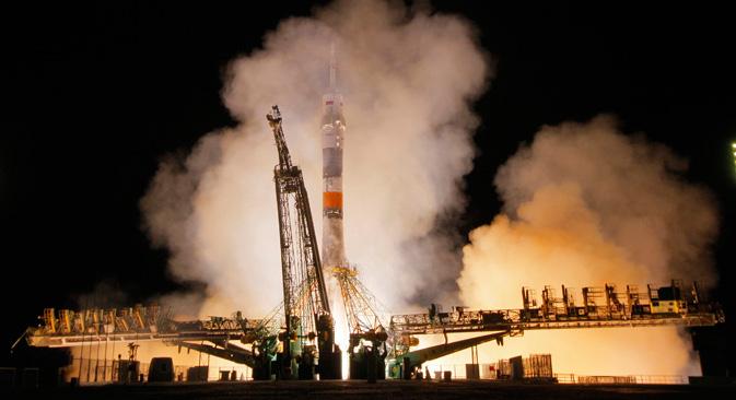 """Познато је да је као основа за кинески космички брод """"Шенжоу"""" послужио совјетски брод """"Сојуз"""". Међутим, кинеска летелица је доживела огромне измене и значајна побољшања. На фотографији: лансирање """"Сојуза"""" са космодрома """"Бајконур"""", 26. септембар 2013. Извор: AP."""