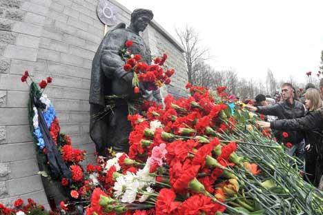 """""""Бронзениот војник"""" во Талин. Извор: ИТАР-ТАСС."""