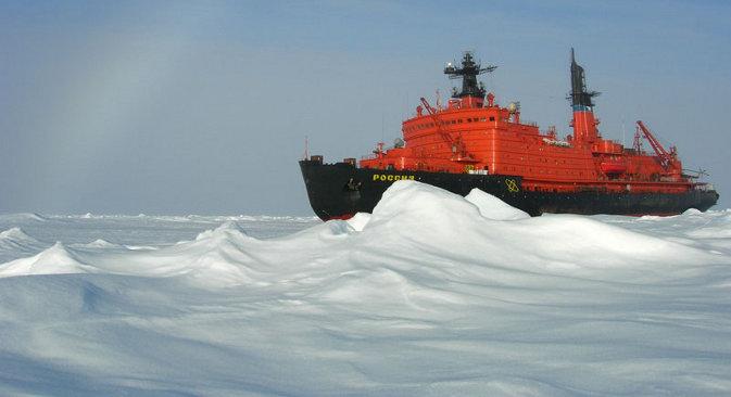 """""""Атомфлот"""": У наредних 40–50 година наша флота нуклеарних ледоломаца ће постојано и ефикасно извршавати све задатке у области Арктика и Северног морског пута. На слици: нуклеарни ледоломац """"Русија"""". Извор: Press Photo."""