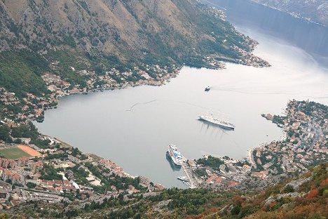 Балкан је кључна позиција на југоисточном крилу оперативне стратегије НАТО-а. На слици:Которски залив и лука. Фотографија из слободних извора.