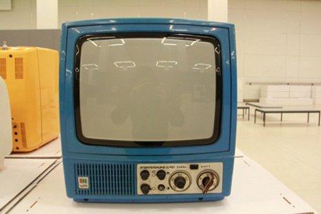 """Совјетски колор-телевизор """"_serbianBeginIgnore_Электроника Ц-401М_serbianEndIgnore_"""" (1984). Фотографија: Дарја Доњина."""