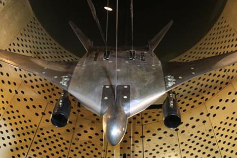 Данас не постоје прихватљива техничка решења која би дозвољавала да се развије довољно габаритни бомбардер са минималном уочљивошћу, способан за хиперзвучни лет. Извор: tsagi.ru.