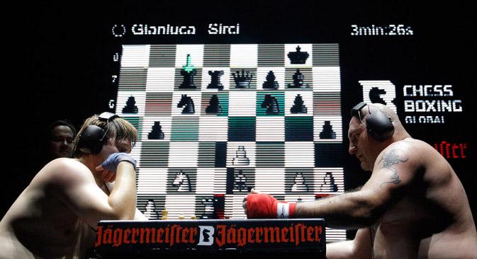 Шахбокс спаја спортске дисциплине које се обично доживљавају као потпуна супротност. На фотографији: Николај Сажин и Ђанлука Сирчи. Извор: Reuters.