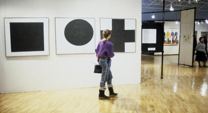 """""""Црни квадрат"""" је на првој изложби био изложен у десном углу од улаза у просторију, тамо где по руској традицији у кући стоје иконе. Извор: Јуриј Сомов / РИА """"Новости""""."""