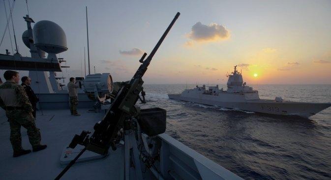 Бродови данске и норвешке морнарице на мору између Кипра и Сирије чекају команду за пристајање у луку Латакија, где ће под надзором руских стручњака преузети више од 1000 тона смртоносних хемикалија. Извор: AP.