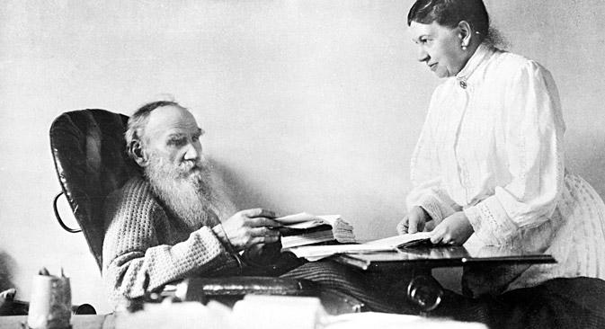 """Софија Толстој је преписала цео текст """"Рата и мира"""" седам пута. Извор: РИА """"Новости""""."""