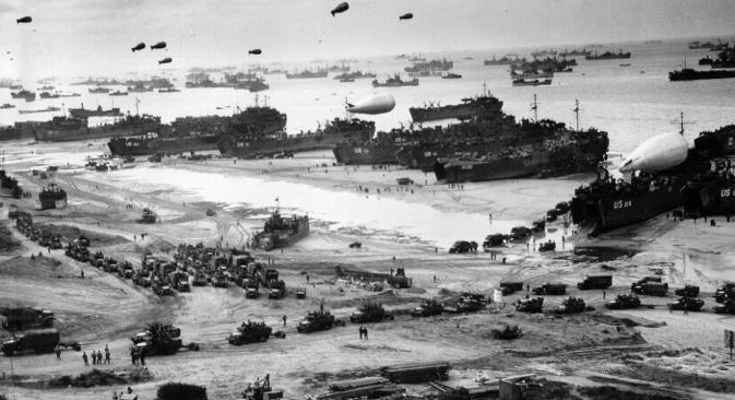 Улазак америчких и британских трупа у северну Француску 6. јуна 1944. на Западу се сматра пресудним догађајем за исход Другог светског рата, иако је нацистичка војска тада већ претрпела суштинске поразе од Црвене армије, пре свега код Курска и Стаљинграда. Фотографија из слободних извора.