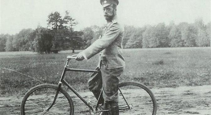 Император Николај II за време вожње бициклом. Фотографија: Министарство културе РФ.