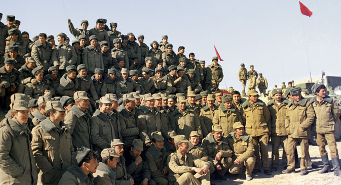 """Совјетски војници пре одласка из Авганистана, 1989. Извор: РИА """"Новости""""."""