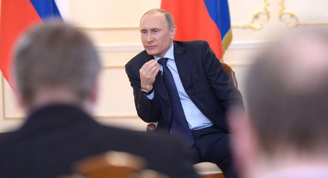 """Владимир Путин је изјавио да су се """"западни инструктори"""" потрудили око """"добре припреме"""" узурпације власти у Украјини. Извор: РИА """"Новости""""."""