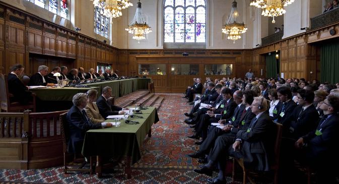 """Међународни суд правде у Хагу је 22. јула 2010. успоставио преседан својом пресудом да """"једнострано проглашење независности Косова није прекршило међународно право"""". Извор: AFP / East News."""