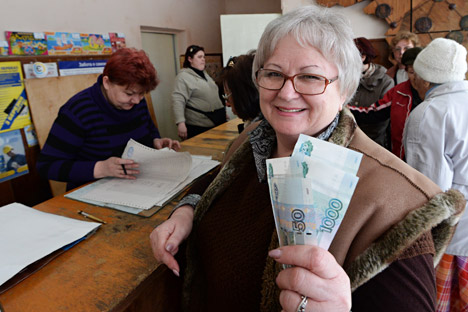 """На Криму и у Севастопољу тренутно живи укупно 677 хиљада пензионера – за њих улазак полуострва у састав Русије значи повећање прихода. Извор: РИА """"Новости""""."""