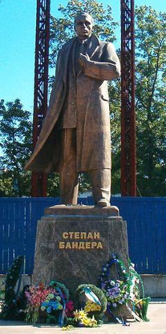 Паметник на Степан Бандера в Лвов, Западна Украйна. Снимка от открити източници