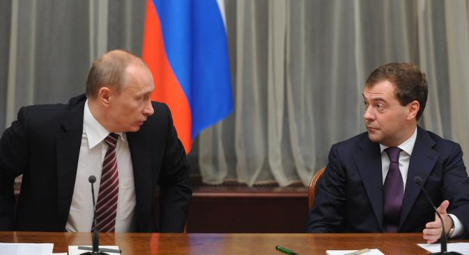 Владимир Путин је за годину дана примио око 100 хиљада долара, а други човек у државној хијерархији, премијер Дмитриј Медведев, око 118 хиљада долара. Извор: ИТАР-ТАСС.