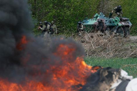 Употреба војске против проруских добровољаца у Славјанску настављена је и на дан украјинских избора 25. маја. Извор: Reuters.