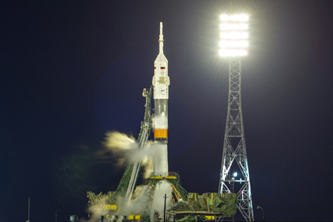 """Руски космички брод """"Сојуз ТМА-12М"""" креће ка Међународној космичкој станици са космодрома """"Бајконур"""". Извор: GELIO."""