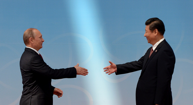 Председник РФ Владимир Путин и генерални секретар ЦК Комунистичке партије НР Кине Си Ђинпинг на историјском сусрету у Шангају. Извор: AP.