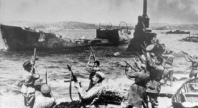 """Од октобра 1941. до јула следеће године 156.000 војника Црвене армије дало је свој живот бранећи Севастопољ. Извор: РИА """"Новости""""."""