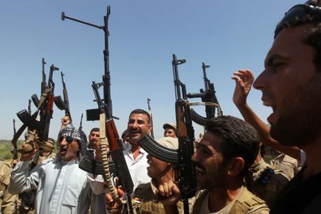 Шиитски волонтери пристижу у великом броју како би бранили Багдад и поново освојили територије које су заузели радикални исламисти. Извор: AFP.