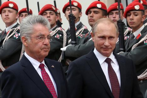 Стручњаци сматрају да је споразум између руске и аустријске стране пре политички, него пословни. На фотографији: председници Аустрије и Русије, Хајнц Фишер и Владимир Путин у Бечу. Извор: Росијска газета.