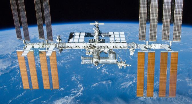 Међународна космичка станица: једино место у космосу на коме људска бића данас постојано живе. Откако су 2011. престали да се користе амерички шатлови, астронаути лете на МКС само руским космичким бродовима. Извор: НАСА.