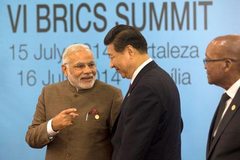 Компромис између Индије и Кине неће се лако постићи јер су њихови односи прожети узајамним неповерењем. На фотографији: Премијер Индије Нарендра Моди и генерални секретар ЦК КП Кине Си Ђинпинг на Самиту БРИКС-а у Бразилу. Извор: AP.
