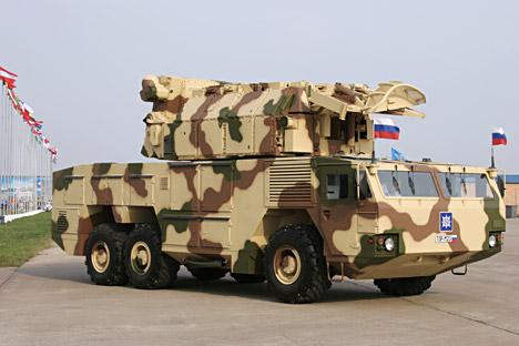Тор-М2Е може да истовремено погађа четири ваздушна циља са четири противавионске вођене ракете на удаљености 15 km. Извор: ИТАР-ТАСС.