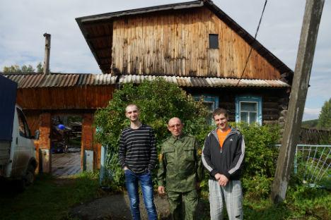 Локално становништво Урала од куће доноси избеглицама топлу одећу, намирнице, апарате и све што је неопходно за свакодневни живот. Фотографија: Дарја Кезина.