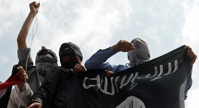 """Према речима руских експерата, није могуће победити тероризам докле год се у Сирији терористи третирају као """"наши"""", а у Ираку као """"туђи"""". Извор: AFP / East News."""