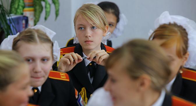 """У Русији се данас све чешће могу видети огласи за упис девојчица на школовање или припремне курсеве у школама за """"племените девојке"""". Извор: Иља Питаљов / РИА """"Новости""""."""