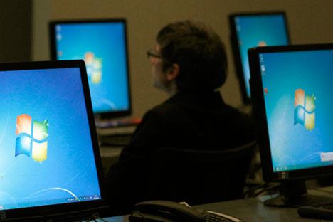 """У целој Русији, па и у државним установама, широко је распрострањен систем америчке компаније """"Мајкрософт"""" чији је код потпуно затворен. Извор: Reuters."""