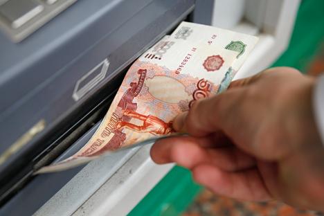 Велике банке преко депозита грађана добијају стабилан прилив готовине у рубљама по релативно ниској цени. Извор: Reuters.