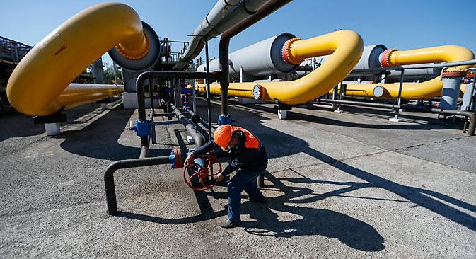 """У јуну ове године """"Гаспром"""" је за Украјину увео режим авансног плаћања и од тада се гас Украјини фактички не испоручује због раније нагомиланих дугова. Извор: Reuters."""