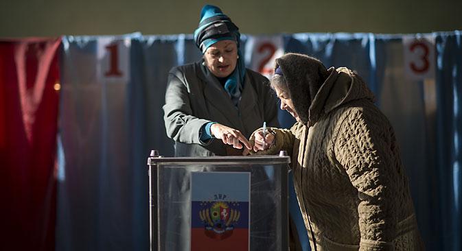 Средином дана је на изборе изашло преко 500 хиљада гласача у ДНР и 300 хиљада у ЛНР. Извор: Росијска газета.