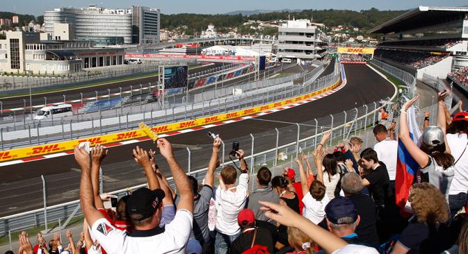 """Прву руску трку """"Формуле 1"""" пратило је преко 55.000 одушевљених гледалаца. Извор: Росијска газета."""