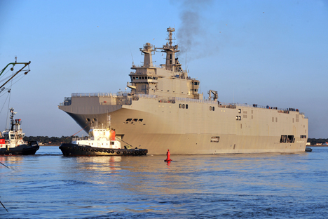 Русија ће на испоруку носача хеликоптера чекати до краја новембра, а уколико до тог рока десантни бродови не буду испоручени, упутиће Француској захтев за финансијско обештећење. Извор: AFP / East News.