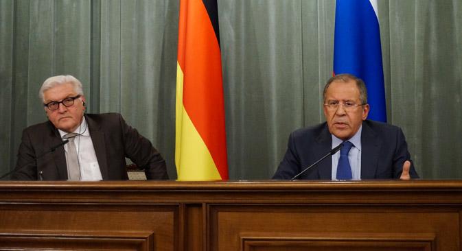 Шеф немачке дипломатије Франк-Валтер Штајнмајер и његов руски колега Сергеј Лавров у Москви. Извор: Едуард Песов / МИД РФ.
