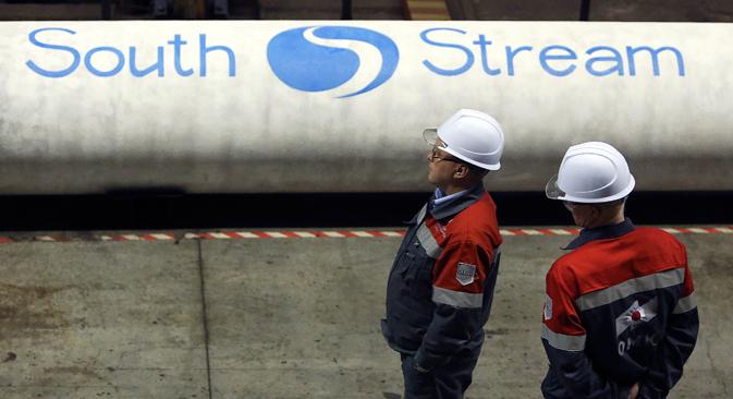 """Почетком октобра је објављено да је цена изградње морске деонице """"Јужног тока"""" са 10 милијарди порасла на 14 милијарди евра, док је цена копнене деонице гасовода на територији европских земаља са 6,6 милијарди порасла на 9,5 милијарди евра. Извор: Reuters."""