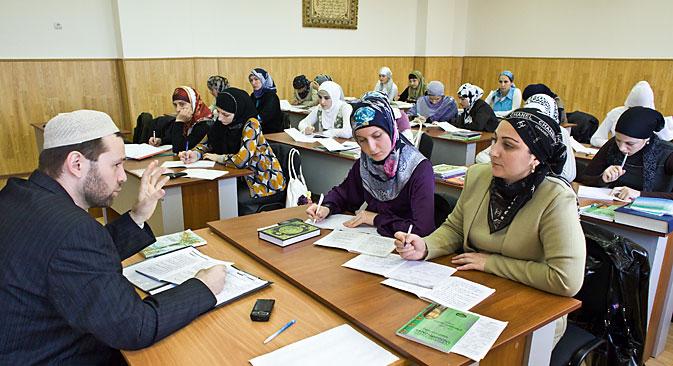 Данас у Русији постоји мноштво образовних установа за муслимане, али међу њима је само неколико релативно великих установа које имају потпуну државну акредитацију. Извор: ТАСС.