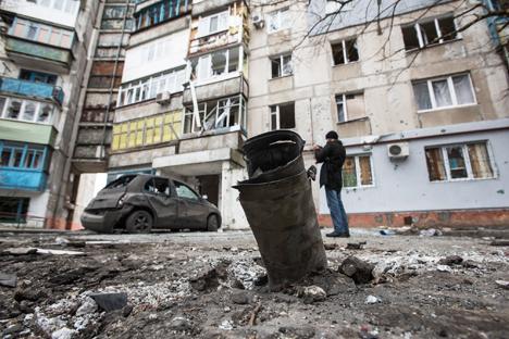 И поред оптужби упућених проруским добровољцима и Руској Федерацији, Русија још увек није изнела званичан став по питању погибије цивила у гранатирању Мариупоља. Извор: AP.