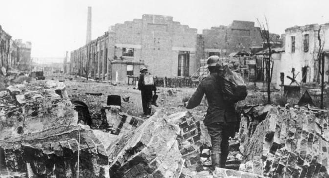 Велики број совјетских градова је током напада Немачке био у потпуности разрушен. На фотографији: Стаљинград 1942. Извор: Федерална архива Немачке.