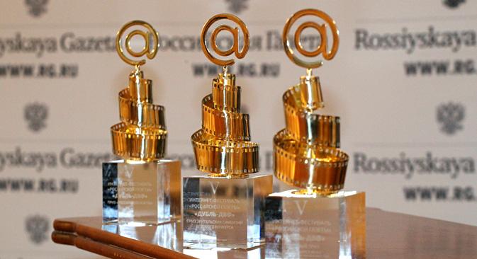 """Na ceremoniji svečanog otvaranja festivala svake godine se uručuje nagrada """"za izniman doprinos filmskoj umjetnosti"""". Izvor: Rossijskaja gazeta."""