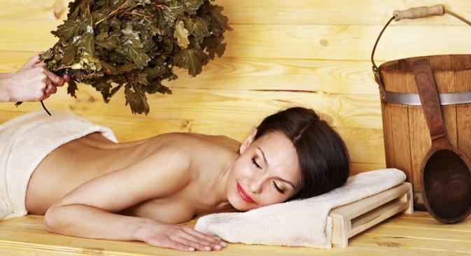 У савременим руским парним купатилима могу се срести многи необични обреди. Извор: Lori / Legion Media.