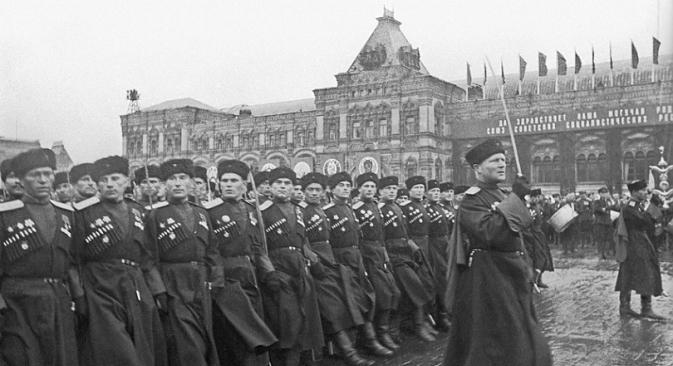 Kozaci na Paradi Pobjede. Crveni trg, 1945.