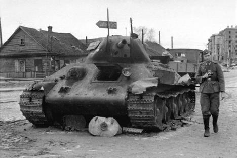 Fotografija s tankom T-34.Vir: arhiv Rossijske gazete.